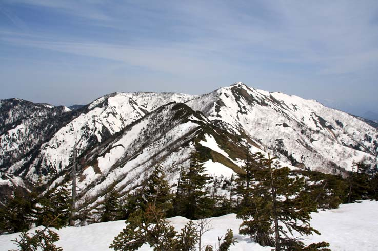 堂岩山頂から白砂山