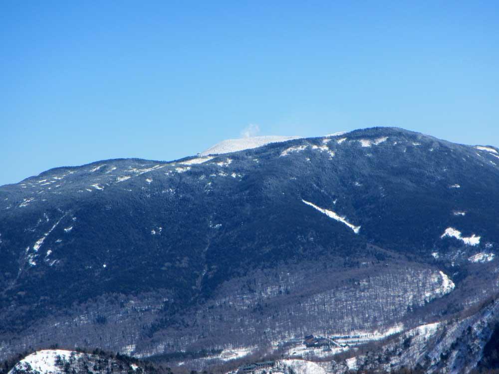 黒斑山の向こうにちょっぴり浅間山