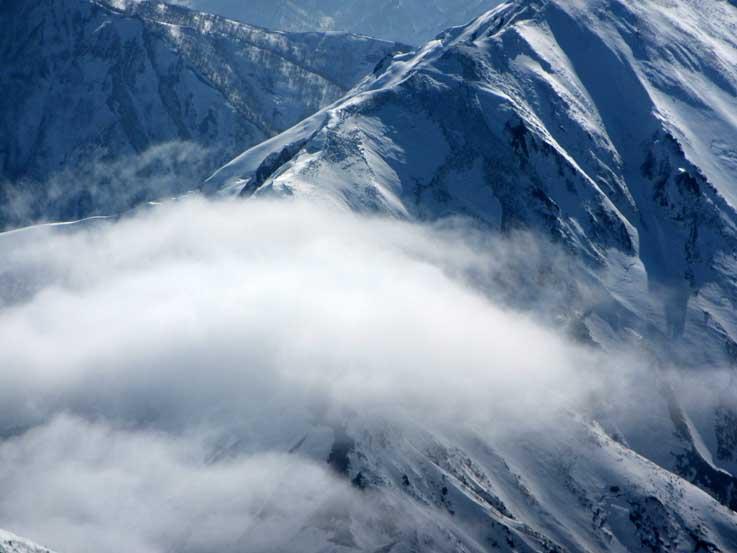 万太郎山から仙ノ倉山への稜線