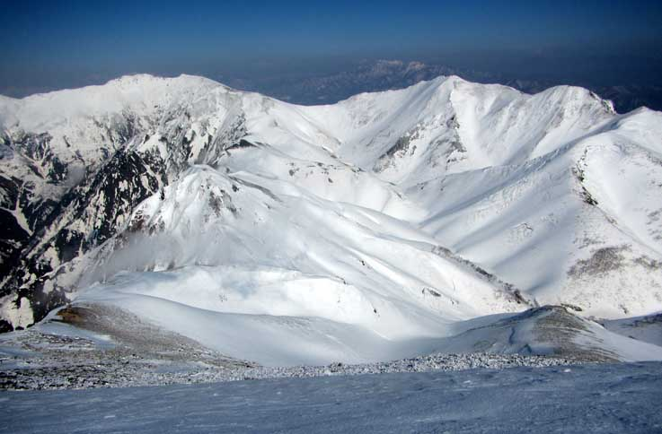 谷川岳へと続く稜線と阿弥陀沢源頭