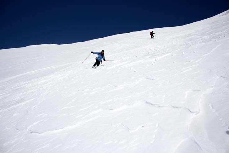 雪は柔らかくなり余裕の滑降