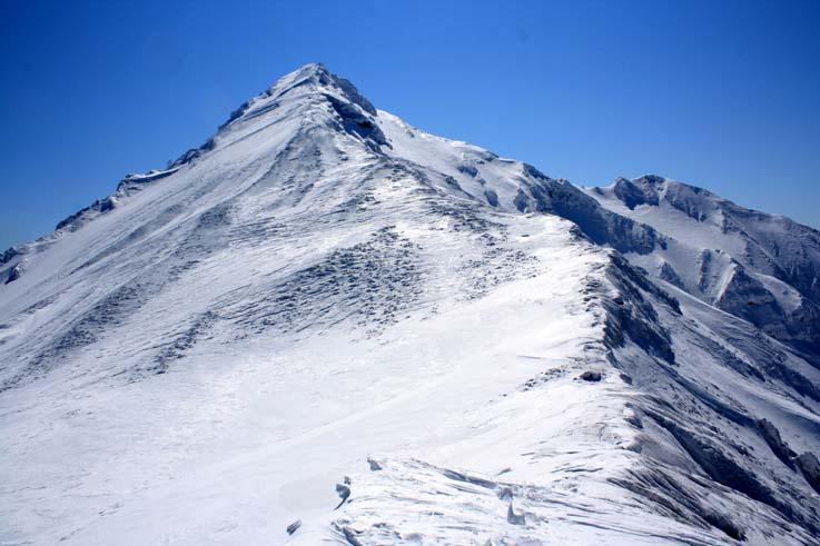 長官ピークからの利尻本峰、右下にちょこんと避難小屋が見える