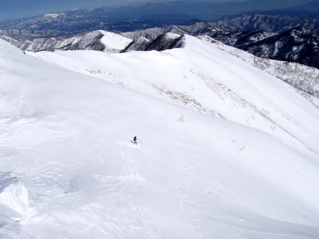 山頂直下を滑る
