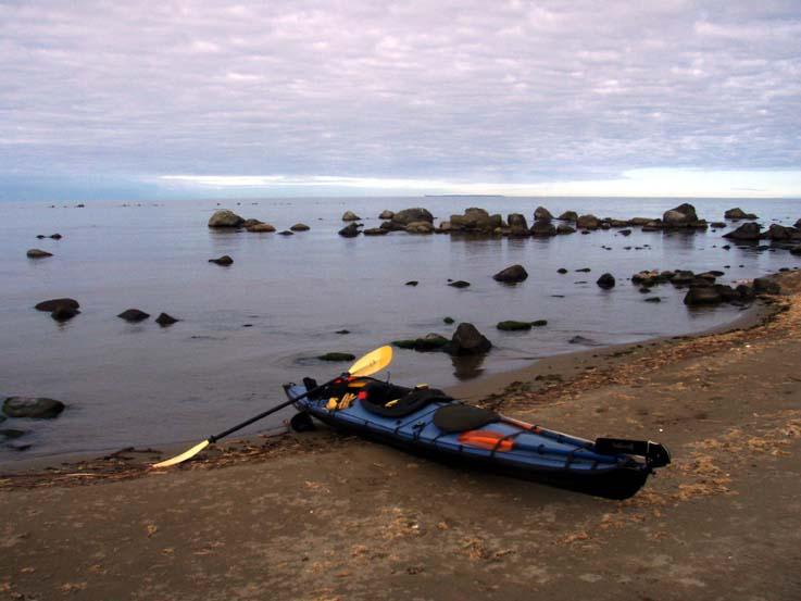 スタート地の象潟海水浴場から30km先の飛島が眺められた。