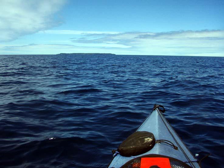大海原を漕ぐシーカヤッキングは自由の旅!
