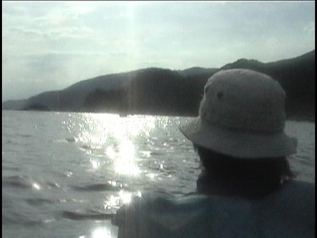 島の西海岸をのんびり進む。(1997年夏家内と2人で)