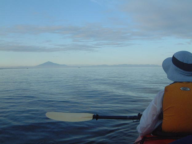 こんなに美しい津軽富士と白神が眺められたのは、カヤックだからこそ
