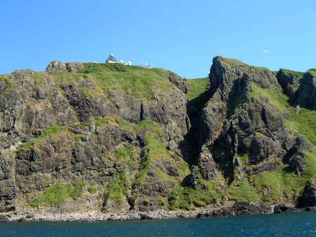 岬直下の岸ぎりぎりに漕ぐ。