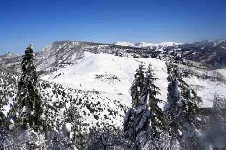 土鍋山頂から万座方面への眺め