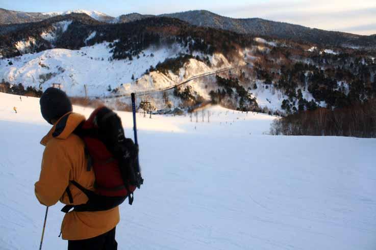 万座温泉スキー場に滑り込む